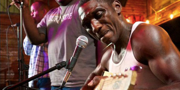 Cedric Burnside performing